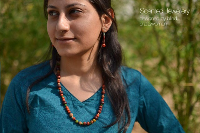 Scented_jewellery
